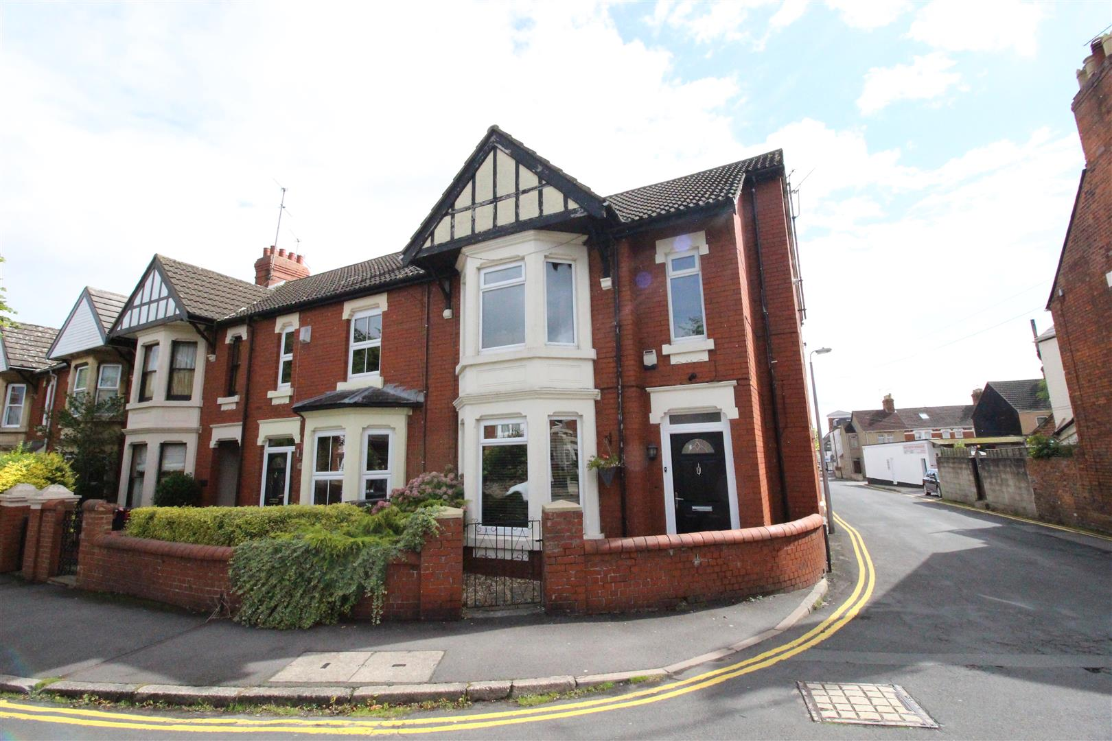 4 Bedrooms End Of Terrace House for sale in Avenue Road, Old Town, Swindon